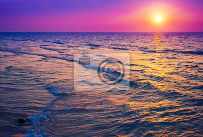 Постер Рассвет Восход солнца над моремРассвет<br>Постер на холсте или бумаге. Любого нужного вам размера. В раме или без. Подвес в комплекте. Трехслойная надежная упаковка. Доставим в любую точку России. Вам осталось только повесить картину на стену!<br>