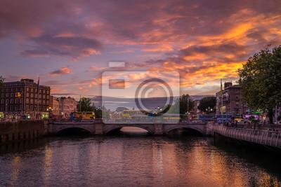 Постер Дублин Дублина ночью, ИрландияДублин<br>Постер на холсте или бумаге. Любого нужного вам размера. В раме или без. Подвес в комплекте. Трехслойная надежная упаковка. Доставим в любую точку России. Вам осталось только повесить картину на стену!<br>