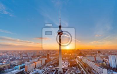 Красивый закат с телевизионной башни на Александерплац в Берлине, 31x20 см, на бумагеБерлин<br>Постер на холсте или бумаге. Любого нужного вам размера. В раме или без. Подвес в комплекте. Трехслойная надежная упаковка. Доставим в любую точку России. Вам осталось только повесить картину на стену!<br>