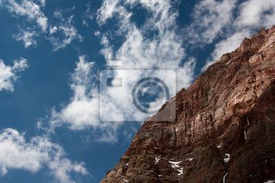 Постер Фанские горы Чимтарга (5489 м)Фанские горы<br>Постер на холсте или бумаге. Любого нужного вам размера. В раме или без. Подвес в комплекте. Трехслойная надежная упаковка. Доставим в любую точку России. Вам осталось только повесить картину на стену!<br>