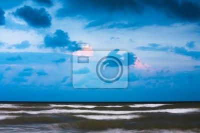 Постер Анапа Штормовую погоду на пляже на Черном море. Анапа, РоссияАнапа<br>Постер на холсте или бумаге. Любого нужного вам размера. В раме или без. Подвес в комплекте. Трехслойная надежная упаковка. Доставим в любую точку России. Вам осталось только повесить картину на стену!<br>