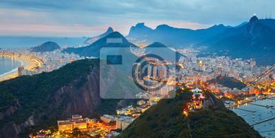 Постер Вечер Панорама ночного Рио-де-Жанейро, БразилияВечер<br>Постер на холсте или бумаге. Любого нужного вам размера. В раме или без. Подвес в комплекте. Трехслойная надежная упаковка. Доставим в любую точку России. Вам осталось только повесить картину на стену!<br>