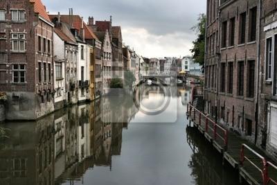 Постер Гент Красивые бельгийского города Гента и ее отражение в реке услугиГент<br>Постер на холсте или бумаге. Любого нужного вам размера. В раме или без. Подвес в комплекте. Трехслойная надежная упаковка. Доставим в любую точку России. Вам осталось только повесить картину на стену!<br>