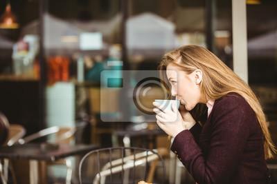 Женщина пьет чашечку кофе, 30x20 см, на бумагеРесторан, кафе<br>Постер на холсте или бумаге. Любого нужного вам размера. В раме или без. Подвес в комплекте. Трехслойная надежная упаковка. Доставим в любую точку России. Вам осталось только повесить картину на стену!<br>