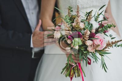 Букет разноцветных цветов в руках невесты 5728., 30x20 см, на бумагеСвадебный салон<br>Постер на холсте или бумаге. Любого нужного вам размера. В раме или без. Подвес в комплекте. Трехслойная надежная упаковка. Доставим в любую точку России. Вам осталось только повесить картину на стену!<br>