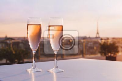 Два бокала шампанского в ресторане на крыше с видом на Эйфелеву башню и Париж городской пейзаж, романтический ужин для пары, 30x20 см, на бумагеПариж<br>Постер на холсте или бумаге. Любого нужного вам размера. В раме или без. Подвес в комплекте. Трехслойная надежная упаковка. Доставим в любую точку России. Вам осталось только повесить картину на стену!<br>