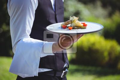 Постер Оформление офиса Красивый официант держит тарелку, 30x20 см, на бумагеРесторан, кафе<br>Постер на холсте или бумаге. Любого нужного вам размера. В раме или без. Подвес в комплекте. Трехслойная надежная упаковка. Доставим в любую точку России. Вам осталось только повесить картину на стену!<br>