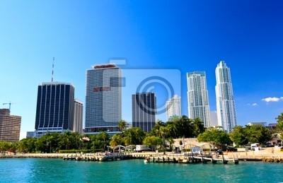 Постер Майами Высотных зданий в центре МайамиМайами<br>Постер на холсте или бумаге. Любого нужного вам размера. В раме или без. Подвес в комплекте. Трехслойная надежная упаковка. Доставим в любую точку России. Вам осталось только повесить картину на стену!<br>