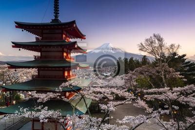 Постер Гора Фудзияма Красивый вид на гору Фудзи и Chureito пагода с вишни весной, Фудзиесида, ЯпонияГора Фудзияма<br>Постер на холсте или бумаге. Любого нужного вам размера. В раме или без. Подвес в комплекте. Трехслойная надежная упаковка. Доставим в любую точку России. Вам осталось только повесить картину на стену!<br>