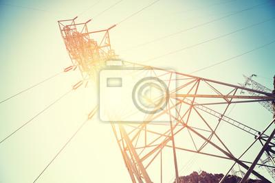 Старинные Тонированные передачи электроэнергии башня от солнца., 30x20 см, на бумагеЛинии электропередач<br>Постер на холсте или бумаге. Любого нужного вам размера. В раме или без. Подвес в комплекте. Трехслойная надежная упаковка. Доставим в любую точку России. Вам осталось только повесить картину на стену!<br>