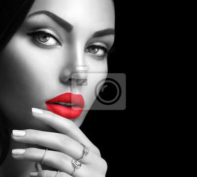 Красота мода женщина портрет с идеальным макияжем и ногтями, 22x20 см, на бумагеФотоэротика<br>Постер на холсте или бумаге. Любого нужного вам размера. В раме или без. Подвес в комплекте. Трехслойная надежная упаковка. Доставим в любую точку России. Вам осталось только повесить картину на стену!<br>