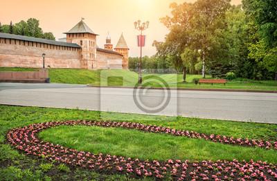 Постер Великий Новгород Башни Башни Новгородского Кремля вВеликий Новгород<br>Постер на холсте или бумаге. Любого нужного вам размера. В раме или без. Подвес в комплекте. Трехслойная надежная упаковка. Доставим в любую точку России. Вам осталось только повесить картину на стену!<br>