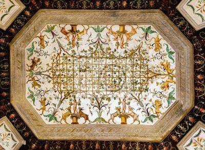 Постер-картина На потолок Потолочные фрески 16-го века в одной из комнат Палаццо те в Мантуе, Италия, построенные 1524-34 для Федерико II Гонзага, маркиза Мантуи. На потолок<br>Постер на холсте или бумаге. Любого нужного вам размера. В раме или без. Подвес в комплекте. Трехслойная надежная упаковка. Доставим в любую точку России. Вам осталось только повесить картину на стену!<br>
