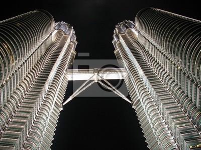 Постер Куала-Лумпур Petronas towersКуала-Лумпур<br>Постер на холсте или бумаге. Любого нужного вам размера. В раме или без. Подвес в комплекте. Трехслойная надежная упаковка. Доставим в любую точку России. Вам осталось только повесить картину на стену!<br>