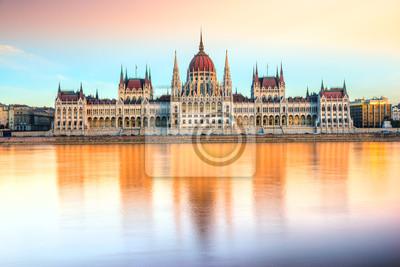 Постер Города и карты Парламент Будапешта на закате, Венгрия, 30x20 см, на бумагеБудапешт<br>Постер на холсте или бумаге. Любого нужного вам размера. В раме или без. Подвес в комплекте. Трехслойная надежная упаковка. Доставим в любую точку России. Вам осталось только повесить картину на стену!<br>