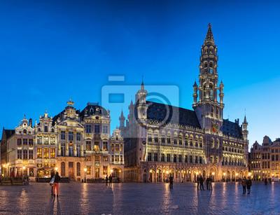 Знаменитая площадь Гран-Плас в синий час в Брюсселе, Бельгия, 26x20 см, на бумагеБрюссель<br>Постер на холсте или бумаге. Любого нужного вам размера. В раме или без. Подвес в комплекте. Трехслойная надежная упаковка. Доставим в любую точку России. Вам осталось только повесить картину на стену!<br>
