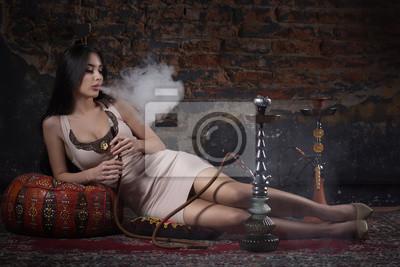 Постер Красивый и сексуальный гламур женщина курит кальянКальян<br>Постер на холсте или бумаге. Любого нужного вам размера. В раме или без. Подвес в комплекте. Трехслойная надежная упаковка. Доставим в любую точку России. Вам осталось только повесить картину на стену!<br>