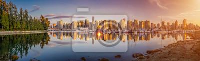 Красивые Ванкувер городской пейзаж и гавань в золотой вечерний свет, Канада, 65x20 см, на бумагеВанкувер<br>Постер на холсте или бумаге. Любого нужного вам размера. В раме или без. Подвес в комплекте. Трехслойная надежная упаковка. Доставим в любую точку России. Вам осталось только повесить картину на стену!<br>