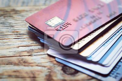 Набор цветных кредитной карты на деревянный стол, 30x20 см, на бумагеБанк, финансовое учреждение<br>Постер на холсте или бумаге. Любого нужного вам размера. В раме или без. Подвес в комплекте. Трехслойная надежная упаковка. Доставим в любую точку России. Вам осталось только повесить картину на стену!<br>