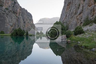 Постер Фанские горы Озеро горы любит зеркалоФанские горы<br>Постер на холсте или бумаге. Любого нужного вам размера. В раме или без. Подвес в комплекте. Трехслойная надежная упаковка. Доставим в любую точку России. Вам осталось только повесить картину на стену!<br>