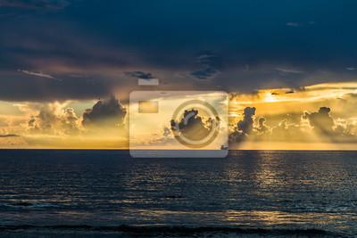 Постер Рассвет Восход солнца на пляже/красивый восход солнца над моремРассвет<br>Постер на холсте или бумаге. Любого нужного вам размера. В раме или без. Подвес в комплекте. Трехслойная надежная упаковка. Доставим в любую точку России. Вам осталось только повесить картину на стену!<br>