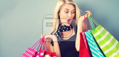 Постер Оформление офиса Счастливый молодая блондинка женщина с сумками, 41x20 см, на бумагеШоппинг<br>Постер на холсте или бумаге. Любого нужного вам размера. В раме или без. Подвес в комплекте. Трехслойная надежная упаковка. Доставим в любую точку России. Вам осталось только повесить картину на стену!<br>