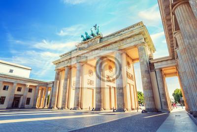 Берлин Бранденбургские Ворота, Берлин, Германия, 30x20 см, на бумагеБерлин<br>Постер на холсте или бумаге. Любого нужного вам размера. В раме или без. Подвес в комплекте. Трехслойная надежная упаковка. Доставим в любую точку России. Вам осталось только повесить картину на стену!<br>