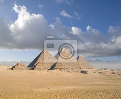 Постер Архитектура Постер 12568222, 24x20 см, на бумагеЕгипетские пирамиды<br>Постер на холсте или бумаге. Любого нужного вам размера. В раме или без. Подвес в комплекте. Трехслойная надежная упаковка. Доставим в любую точку России. Вам осталось только повесить картину на стену!<br>