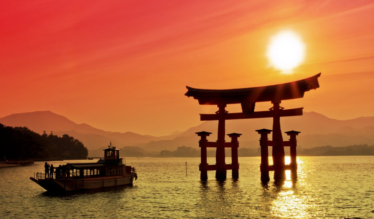 Постер Токио Закат вид Руин ворота, Miyajima, ЯпонияТокио<br>Постер на холсте или бумаге. Любого нужного вам размера. В раме или без. Подвес в комплекте. Трехслойная надежная упаковка. Доставим в любую точку России. Вам осталось только повесить картину на стену!<br>