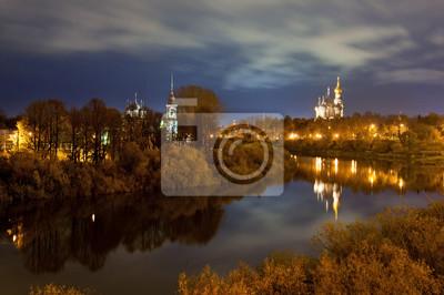 Городской пейзаж с рекой на свете вечерних ламп., 30x20 см, на бумагеВологда<br>Постер на холсте или бумаге. Любого нужного вам размера. В раме или без. Подвес в комплекте. Трехслойная надежная упаковка. Доставим в любую точку России. Вам осталось только повесить картину на стену!<br>