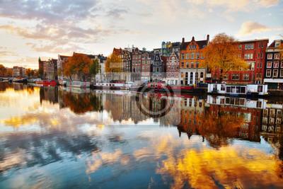 Постер Города и карты Вид города Амстердам с видом на реку Амстел, 30x20 см, на бумагеАмстердам<br>Постер на холсте или бумаге. Любого нужного вам размера. В раме или без. Подвес в комплекте. Трехслойная надежная упаковка. Доставим в любую точку России. Вам осталось только повесить картину на стену!<br>