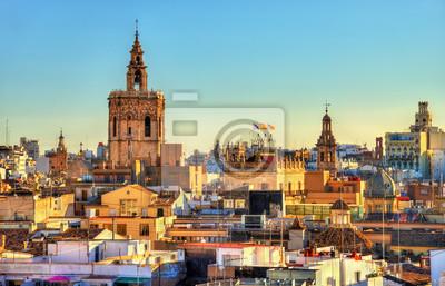 Вид с воздуха на старый город в Валенсии от ворот Серранос - Испания, 31x20 см, на бумагеВаленсия<br>Постер на холсте или бумаге. Любого нужного вам размера. В раме или без. Подвес в комплекте. Трехслойная надежная упаковка. Доставим в любую точку России. Вам осталось только повесить картину на стену!<br>
