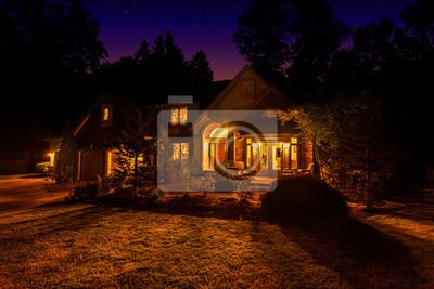 Загородные дома в ночь с окна засветились и свет проливая на лужайку перед домом, 30x20 см, на бумагеЗагородная недвижимость<br>Постер на холсте или бумаге. Любого нужного вам размера. В раме или без. Подвес в комплекте. Трехслойная надежная упаковка. Доставим в любую точку России. Вам осталось только повесить картину на стену!<br>