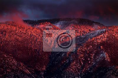 Постер Вечер Снежная зима закат над Маунт-Леммон в горах Санта-Каталина.Вечер<br>Постер на холсте или бумаге. Любого нужного вам размера. В раме или без. Подвес в комплекте. Трехслойная надежная упаковка. Доставим в любую точку России. Вам осталось только повесить картину на стену!<br>