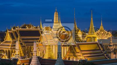 Постер Таиланд Изумрудный Будда на закате, Бангкок, ТаиландТаиланд<br>Постер на холсте или бумаге. Любого нужного вам размера. В раме или без. Подвес в комплекте. Трехслойная надежная упаковка. Доставим в любую точку России. Вам осталось только повесить картину на стену!<br>