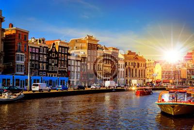 Традиционные старые здания и лодки в Амстердаме, Нидерланды, 30x20 см, на бумагеАмстердам<br>Постер на холсте или бумаге. Любого нужного вам размера. В раме или без. Подвес в комплекте. Трехслойная надежная упаковка. Доставим в любую точку России. Вам осталось только повесить картину на стену!<br>