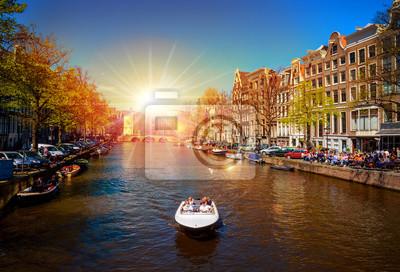 Традиционные старые здания и лодки в Амстердаме, Нидерланды, 29x20 см, на бумагеАмстердам<br>Постер на холсте или бумаге. Любого нужного вам размера. В раме или без. Подвес в комплекте. Трехслойная надежная упаковка. Доставим в любую точку России. Вам осталось только повесить картину на стену!<br>