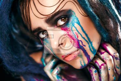Постер-картина Фото-постеры Мода модель девушка портрет с красочной краской макияж. Сексуальные женщины яркий макияж. Крупным планом Мода стиль леди лицо, Арт-дизайн. Черный фон, 30x20 см, на бумагеГлаза<br>Постер на холсте или бумаге. Любого нужного вам размера. В раме или без. Подвес в комплекте. Трехслойная надежная упаковка. Доставим в любую точку России. Вам осталось только повесить картину на стену!<br>