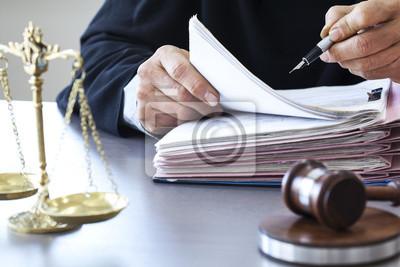 Весы правосудия, судья молоток на стол, 30x20 см, на бумагеЮридические услуги<br>Постер на холсте или бумаге. Любого нужного вам размера. В раме или без. Подвес в комплекте. Трехслойная надежная упаковка. Доставим в любую точку России. Вам осталось только повесить картину на стену!<br>