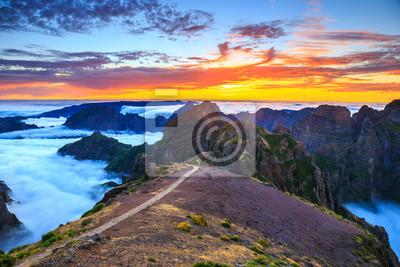 Постер Вечер Красивый закат над горами, Остров Мадейра, ПортугалияВечер<br>Постер на холсте или бумаге. Любого нужного вам размера. В раме или без. Подвес в комплекте. Трехслойная надежная упаковка. Доставим в любую точку России. Вам осталось только повесить картину на стену!<br>