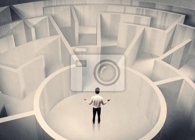 Постер-картина Лабиринт Деловой человек стоял в центре лабиринтаЛабиринт<br>Постер на холсте или бумаге. Любого нужного вам размера. В раме или без. Подвес в комплекте. Трехслойная надежная упаковка. Доставим в любую точку России. Вам осталось только повесить картину на стену!<br>