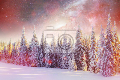 Постер Ночь Звездное небо в зимнюю снежную ночь. фантастический Млечный путь в НовыйНочь<br>Постер на холсте или бумаге. Любого нужного вам размера. В раме или без. Подвес в комплекте. Трехслойная надежная упаковка. Доставим в любую точку России. Вам осталось только повесить картину на стену!<br>