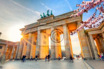 Бранденбургские ворота на весну, Берлин, 30x20 см, на бумагеБерлин<br>Постер на холсте или бумаге. Любого нужного вам размера. В раме или без. Подвес в комплекте. Трехслойная надежная упаковка. Доставим в любую точку России. Вам осталось только повесить картину на стену!<br>