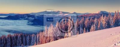 Постер Рассвет Красивый зимний пейзажРассвет<br>Постер на холсте или бумаге. Любого нужного вам размера. В раме или без. Подвес в комплекте. Трехслойная надежная упаковка. Доставим в любую точку России. Вам осталось только повесить картину на стену!<br>