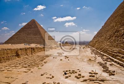 Постер Архитектура Постер 14017884, 30x20 см, на бумагеЕгипетские пирамиды<br>Постер на холсте или бумаге. Любого нужного вам размера. В раме или без. Подвес в комплекте. Трехслойная надежная упаковка. Доставим в любую точку России. Вам осталось только повесить картину на стену!<br>