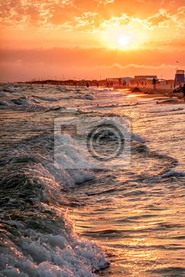 Постер Города и карты Красивый живописный пейзаж песчаного пляжа блага на штормовом побережье Черного моря с серфингом волны разбиваются о берег. Летний закат побережье вертикальный пейзаж. Анапа, Россия, 20x30 см, на бумагеАнапа<br>Постер на холсте или бумаге. Любого нужного вам размера. В раме или без. Подвес в комплекте. Трехслойная надежная упаковка. Доставим в любую точку России. Вам осталось только повесить картину на стену!<br>