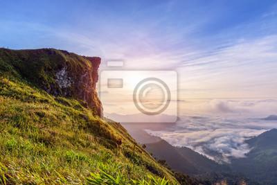 Постер Рассвет Красивый пейзаж природа рассвет на вершине горы с солнцем облако, туман и яркие цвета небо зимой в лесу Пху Чи Фа Парк является туристической достопримечательностью в провинции Чианграй, ТаиландРассвет<br>Постер на холсте или бумаге. Любого нужного вам размера. В раме или без. Подвес в комплекте. Трехслойная надежная упаковка. Доставим в любую точку России. Вам осталось только повесить картину на стену!<br>