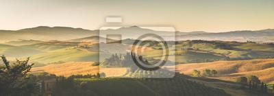 Постер Туман Живописный пейзаж Тосканы панорама на рассвете, Валь дОрча, ИталияТуман<br>Постер на холсте или бумаге. Любого нужного вам размера. В раме или без. Подвес в комплекте. Трехслойная надежная упаковка. Доставим в любую точку России. Вам осталось только повесить картину на стену!<br>