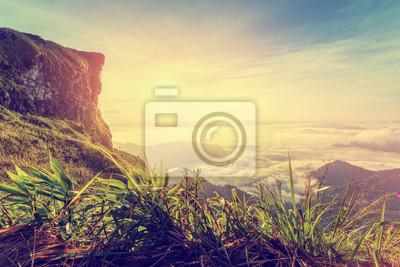 Постер Туман Винтажный стиль красивый пейзаж природа рассвет на вершине горы с солнцем облако, туман и яркое небо зимой в лесу Пху Чи Фа парка, известные туристические достопримечательности провинции Чианграй, ТаиландТуман<br>Постер на холсте или бумаге. Любого нужного вам размера. В раме или без. Подвес в комплекте. Трехслойная надежная упаковка. Доставим в любую точку России. Вам осталось только повесить картину на стену!<br>