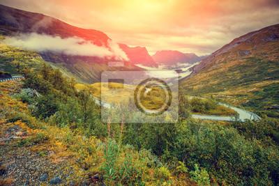 Постер Туман Горный туманный осенний пейзаж с пасмурное небо НорвегииТуман<br>Постер на холсте или бумаге. Любого нужного вам размера. В раме или без. Подвес в комплекте. Трехслойная надежная упаковка. Доставим в любую точку России. Вам осталось только повесить картину на стену!<br>